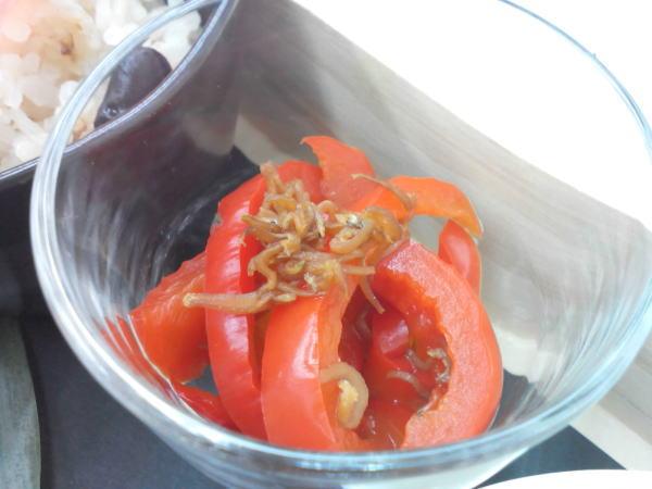 赤パプリカとじゃこのおひたし 実山椒風味