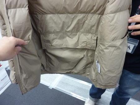 背中の内ポケット